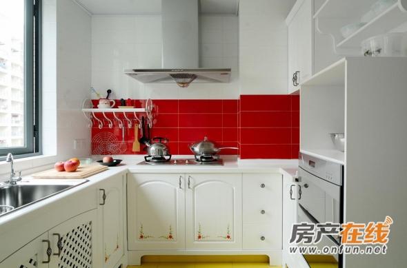 彩色日式居家厨房装修效果图