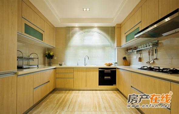 日式明净原木色厨房橱柜装修图